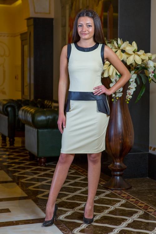 Къса рокля в бежово с кожени платки - Криси