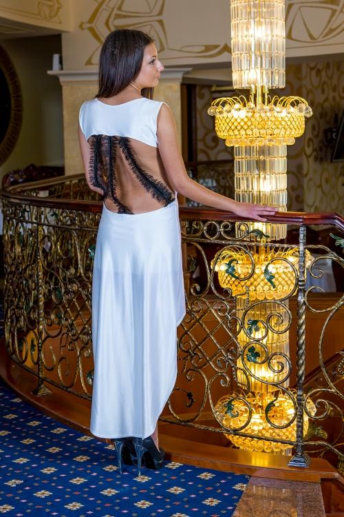 Официална асиметрична рокля с гол гръб - Далия