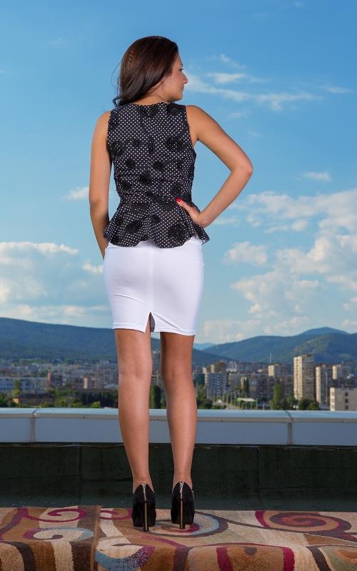 Дамски комплект от бяла пола и топ с пеплум