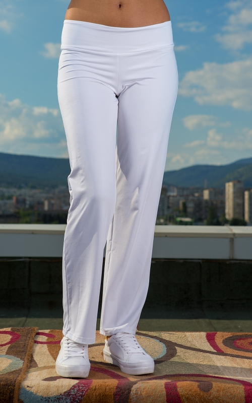 Дамски комплект от панталон и блуза в бяло
