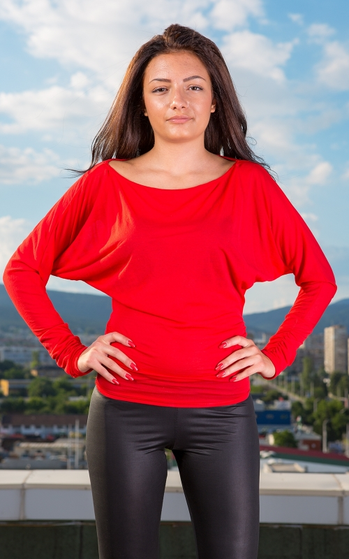 Червена дамска блуза с широки ръкави