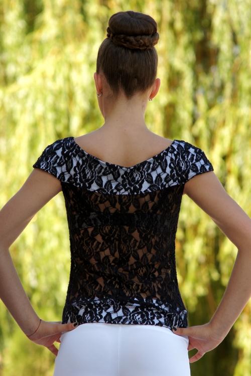 Дамска блуза от черна дантела