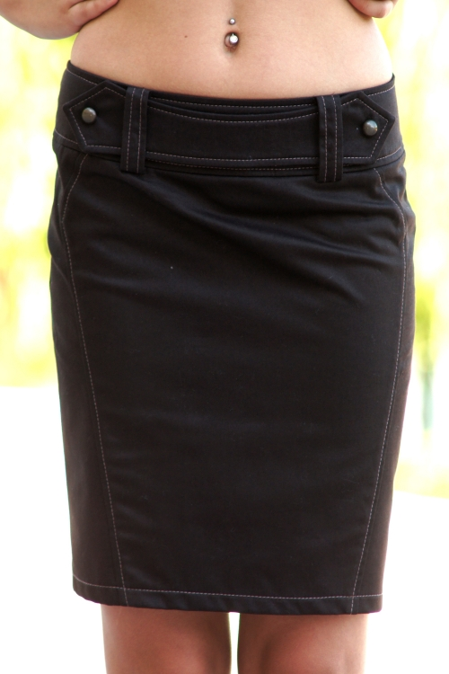 Къса дамска пола с колан