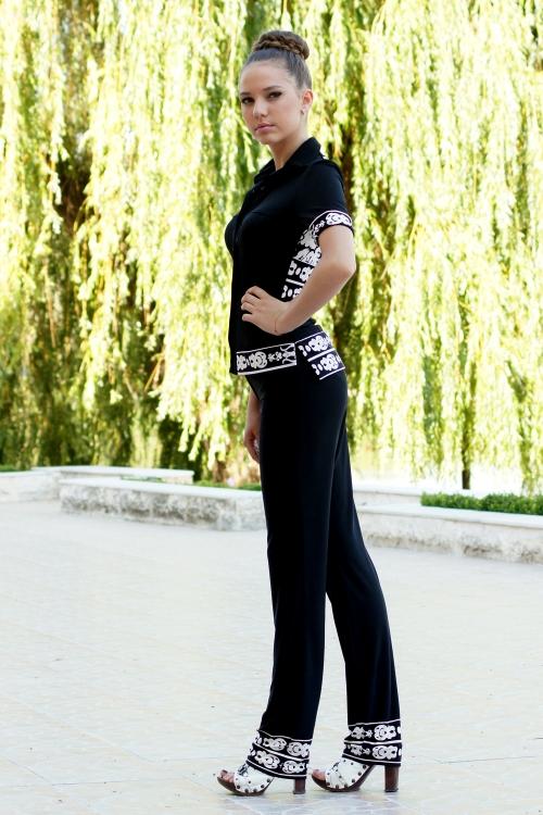 Дамски дълъг черен панталон с пано на подгъва