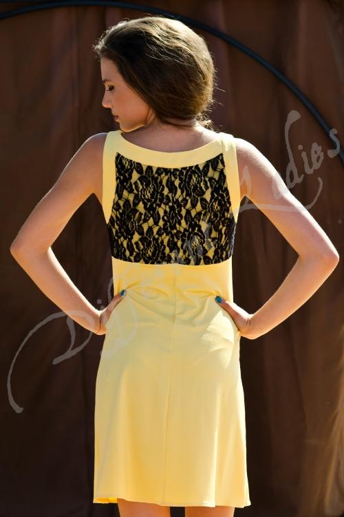 Къса стилна рокля с дантела - Клара