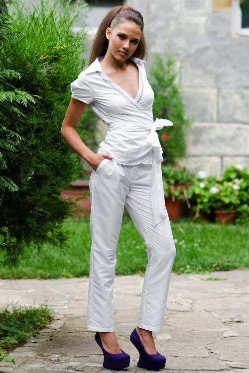 Дамски комплект от панталон и риза в бяло