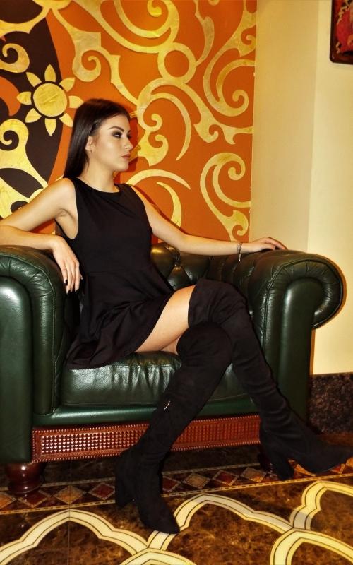 Къса черна рокля с гол гръб - Аманда