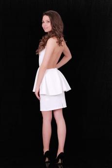 Дамски топ в бяло с гол гръб и пеплум