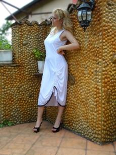 Бяла асиметрична рокля - Вики