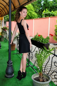 Къса елегантна черна рокля - Славея