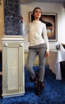 Дамска блуза с дълъг ръкав и дантелена предна част